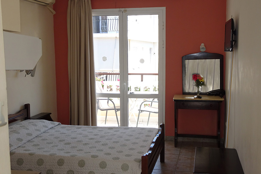 No 7. Three-bed studio on 1st floor with balcony and view on the swimming pool