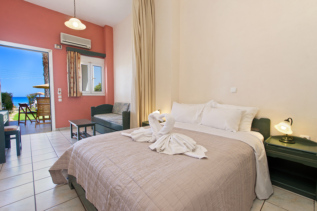 No 1. Large one space, family studio  on the ground floor with great front sea view (AEGEALIS STUDIOS & APARTMENTS)