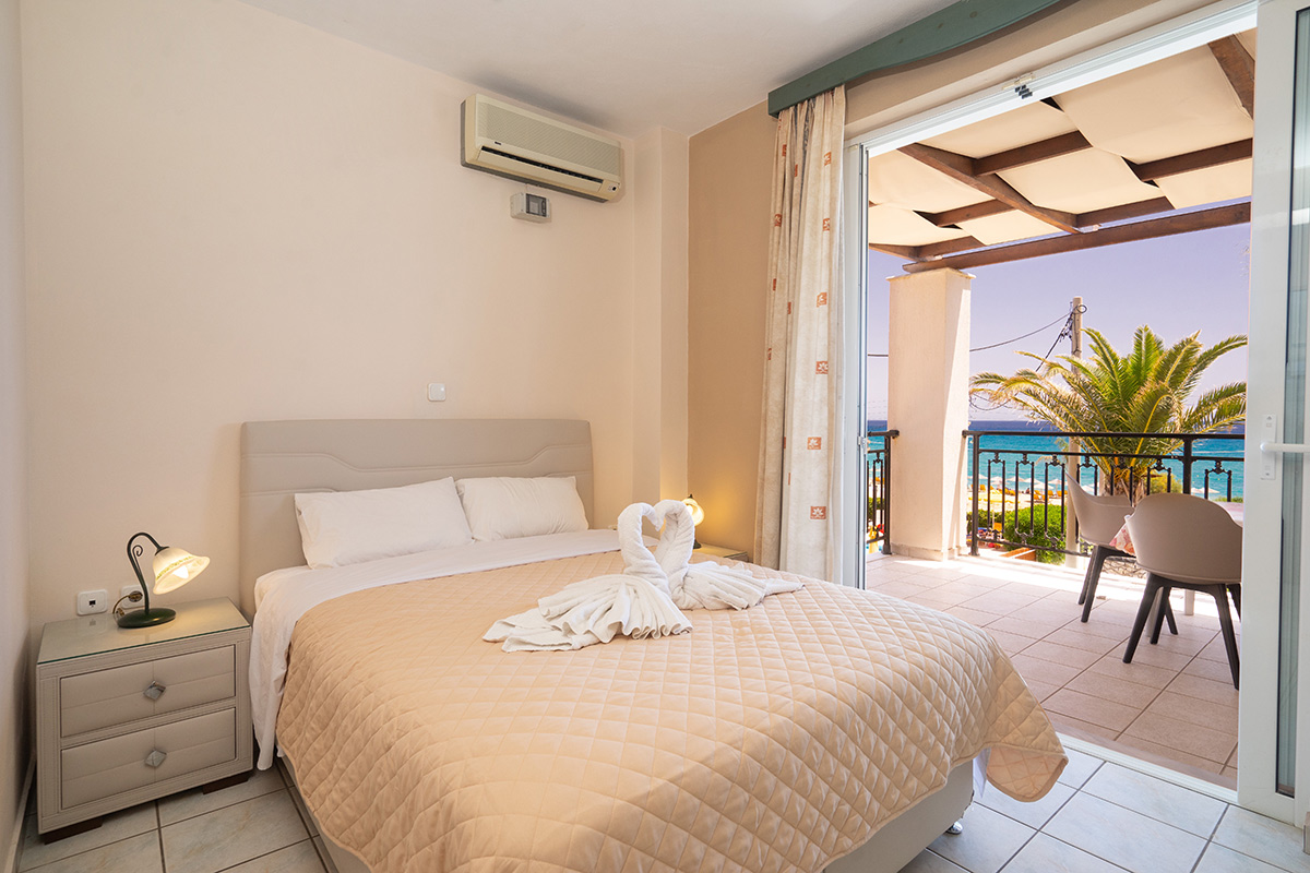 No 7. Superior studio on 1st floor with large balcony & great front sea view. (AEGEALIS STUDIOS & APARTMENTS)