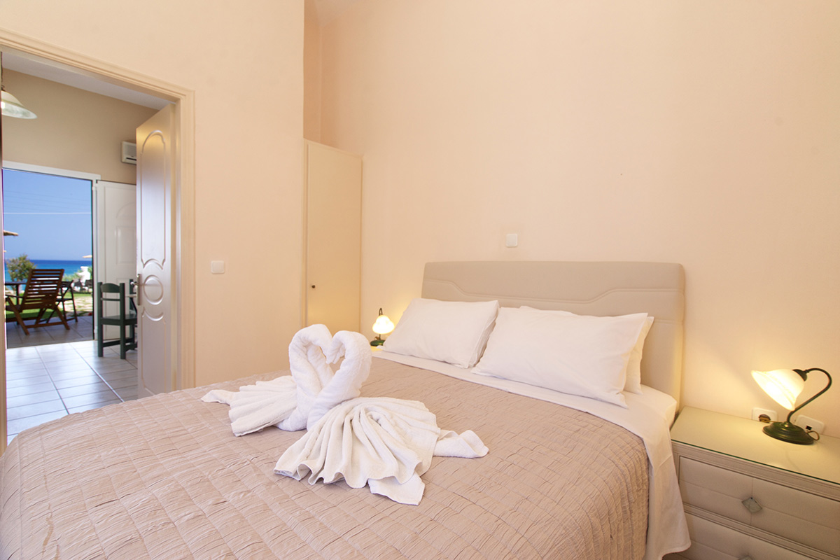 No 2. One  bedroom family apartment on the ground floor. Great front sea view! (AEGEALIS STUDIOS & APARTMENTS)