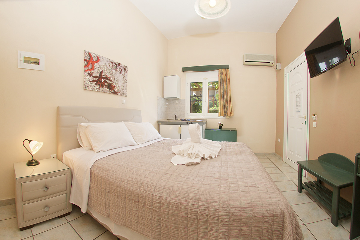 No 4. Studio on the ground floor with  side & rear garden view (AEGEALIS STUDIOS & APARTMENTS)